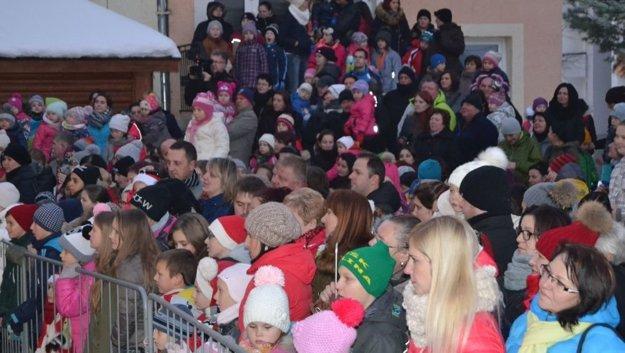 Mikuláš v Turzovke prilákal množstvo detí.