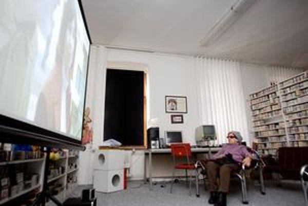 Na plátne sa mihajú obrazy, dôležitejší je však v tomto kine zvuk.