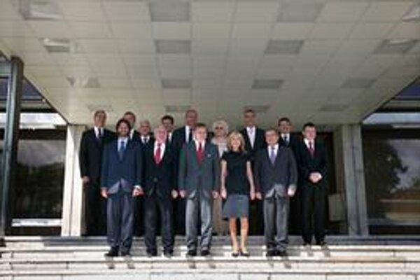 Prvá Ficova vláda po jedenástich zmenách na konci funkčného obdobia.
