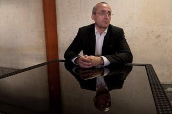 Tomáš Borec má pre sudcov pochopenie, ale peniaze pýtať nemajú.