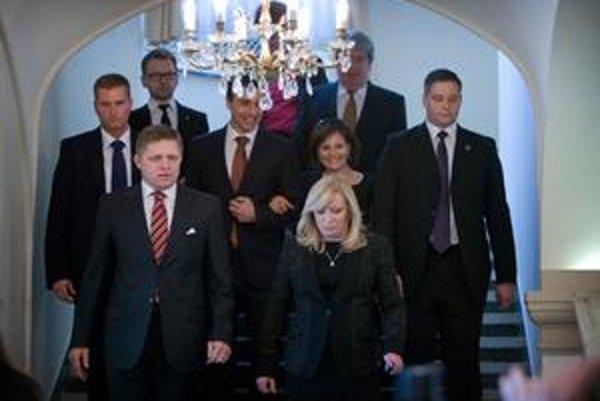 Robert Fico odprevadil Ivetu Radičovú z Úradu vlády.