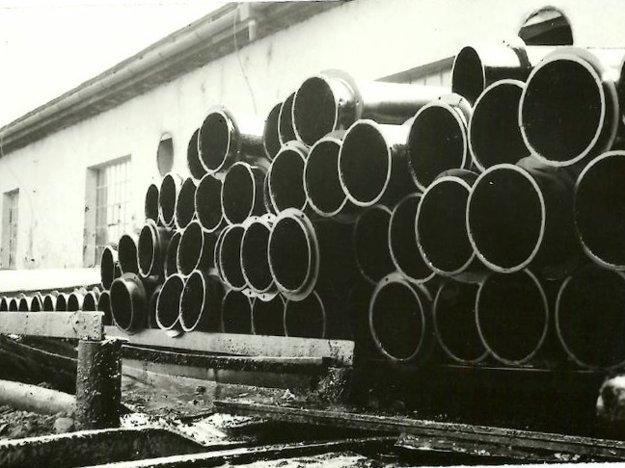 Rok 1965, výroba lutní.