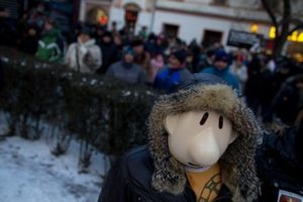 Na mítingoch je zábava ale aj radikáli. Organizátori si objednali aj ochranku.