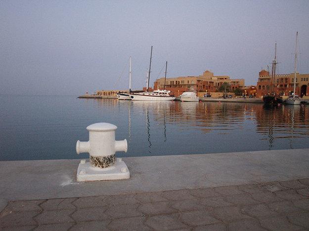 Prístav v Hurghade je rušným miestom v časti Sigala.