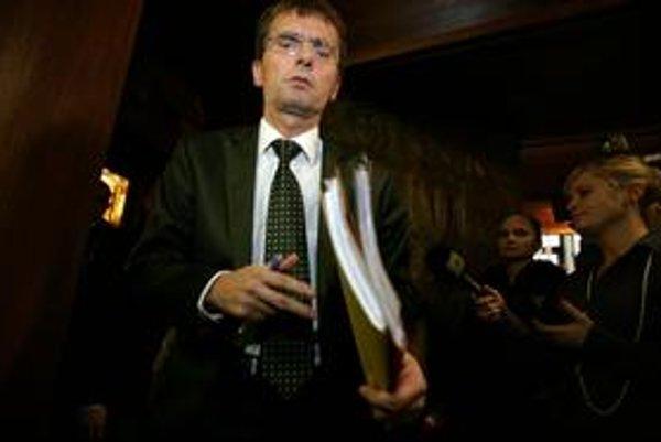 Ľubomír Galko sa musel pre kauzu odpočúvania novinárov vrátiť do parlamentu. O zbavenie  jeho imunity Generálna prokuratúra nepožiadala.