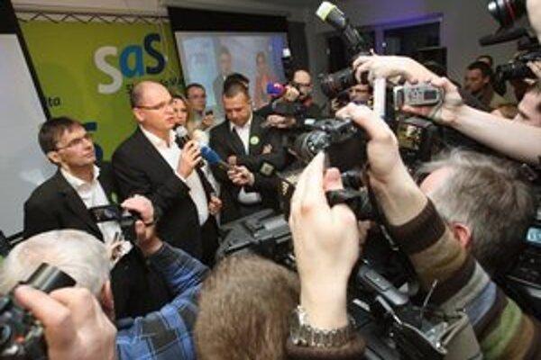 Lídri SaS pred novinármi po zverejnení prvých odhadov.