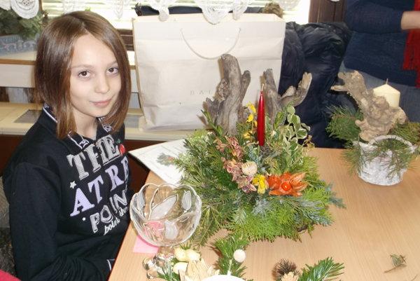 Lucia Szelleová medzi žiakmi základných škôl so svojim svietnikom zvíťazila.
