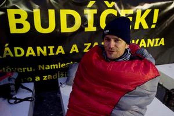 Matovič začal kampaň v stane na námestí, aby prinútil strany vrátiť príspevok štátu. Už nestanuje.