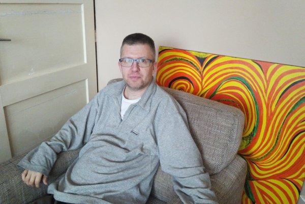 Aj napriek prognóze lekárov, že nebude chodiť, Jaroslav chodí a zvláda bežné činnosti.