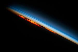 Západ Slnka nad južnou časťou Atlantického oceánu.