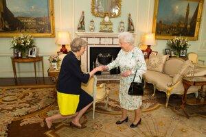 Theresa Mayová u kráľovnej Alžbety II.