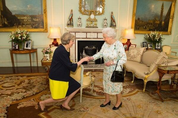 Theresa Mayová minulý rok u kráľovnej Alžbety II.