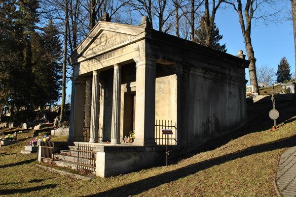 Hrobka Kolomana Vitáliša z roku 1926 na cintoríne v Liptovskom Hrádku.