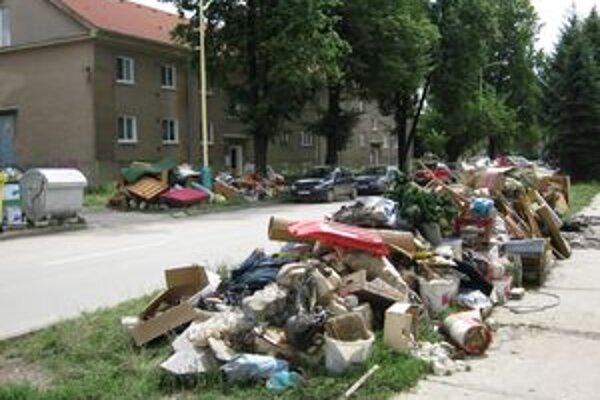Mesto sľubuje, že neporiadok z ulíc zmizne v priebehu niekoľkých hodín.