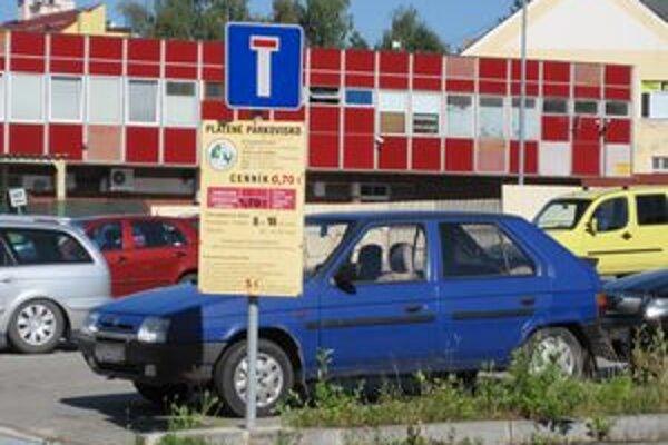 Pre väčšinu klientov úradov sú jedinou možnosťou platené parkoviská.