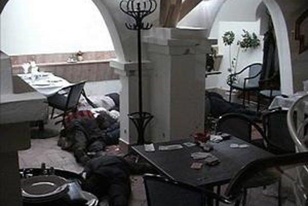 Po streľbe ostalo desať mŕtvych tiel.