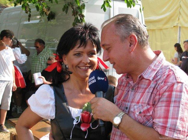 Peter Paulík pri rozhovore so speváčkou Márou.