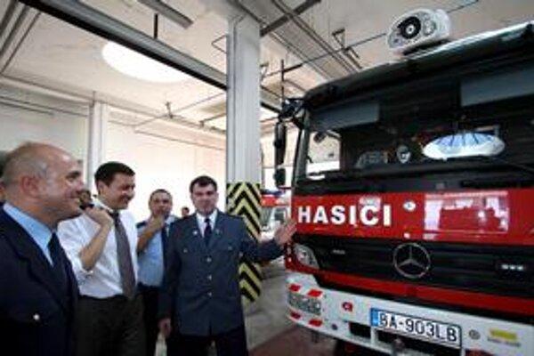 V problematike hasičov ministrovi Lipšicovi radí dôchodca, hoci koalícia chcela mladých.