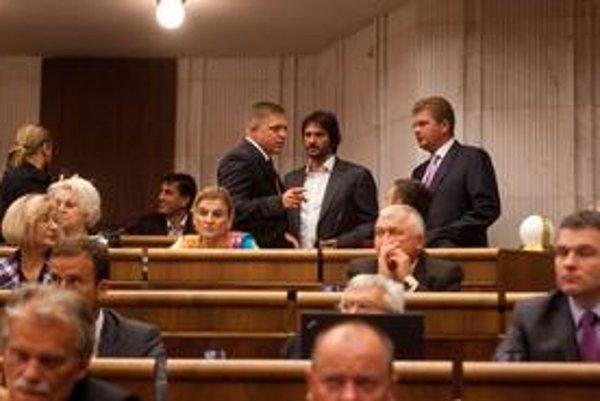 V parlamente jasne najsilnejší Smer už premýšľa, čo bude pre stranu najvýhodnejšie.