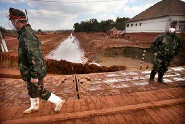 Pretrhnutá hrádza s jedovatým odpadom ohrozila maďarské obce.