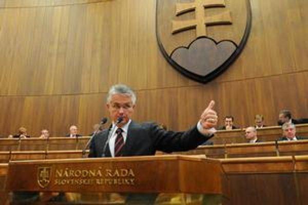 Šéf poslaneckého klubu SaS Jozef Kollár ukazoval palec hore, nie všetci ho poslúchli.