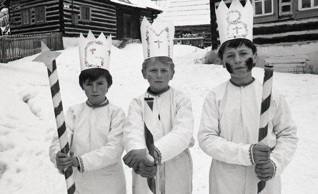 Jednou z obcí, v ktorej pretrvali náboženské tradície a obrady, je podtatranská obec Lendak. K tradične uctievaným sviatkom tu patria aj Traja králi - Gašpar, Melichar a Baltazár.