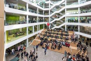 VIA University College má v meste Horsens 2 fakulty, na ktorých študuje viac ako štyri tisíc študentov, výučba tam prebieha na 4 moderných kampusoch.