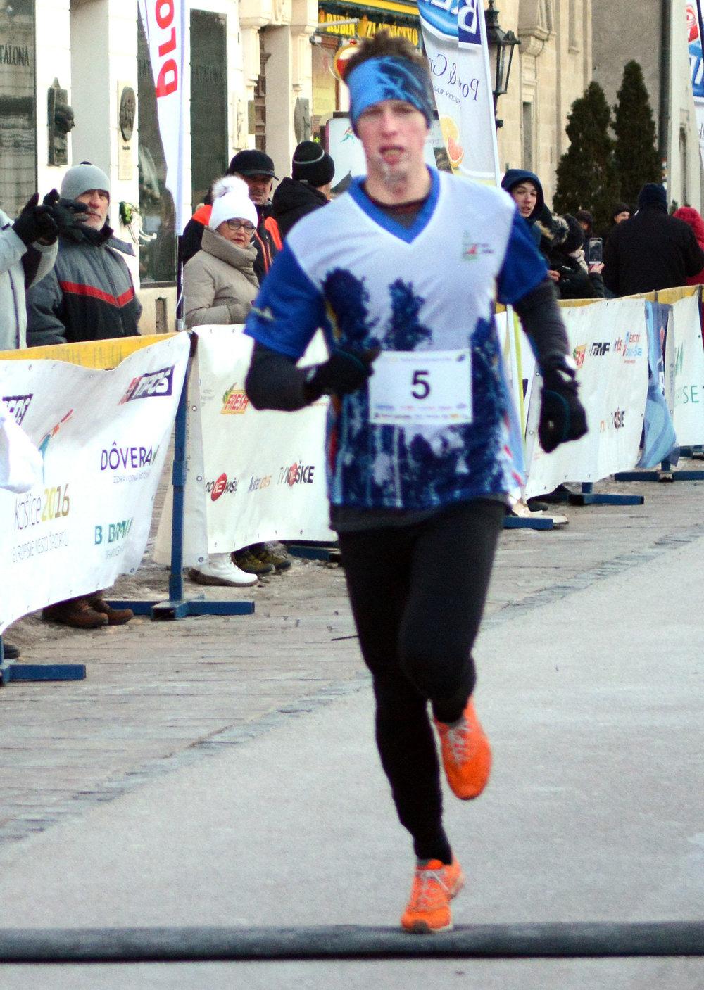 Tomáš Mušinský. Dobehol prvý s časom 16.58.