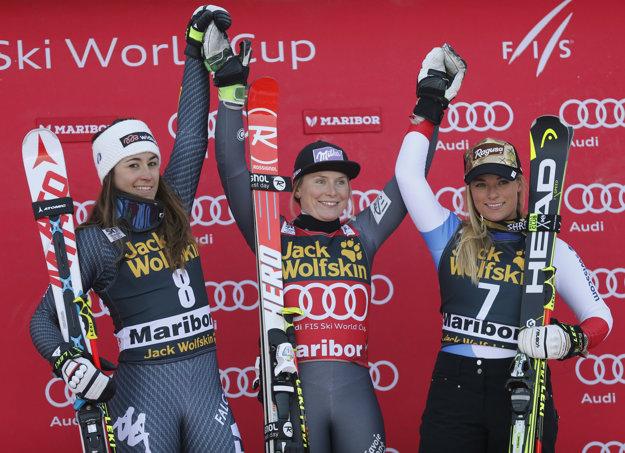 Tessa Worleyová sa stala víťazkou obrovského slalomu Svetového pohára žien v slovinskom Maribore. Druhá skončila Talianka Sofia Goggiová (vľavo) a tretia Švajčiarka Lara Gutová (vpravo).