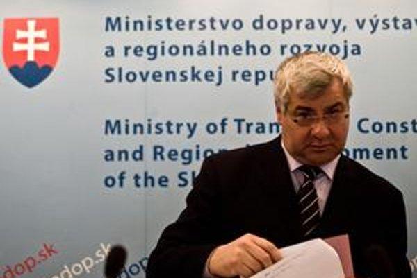 Reprezentačný tréner šermiarov Árpád Érsek sa stal štátnym tajomníkom v novembri 2010 po odchode Ivana Švejnu do parlamentu.