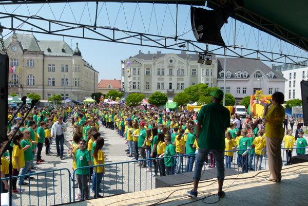 V Leviciach sa do tancovania štvorylky zapojilo 20. mája 862 tanečníkov. Medzinárodné podujatie organizuje niekoľko rokov slovinské mesto Maribor.