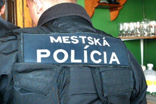 Mestských policajtov volajú ľudia k rôznym prípadom.