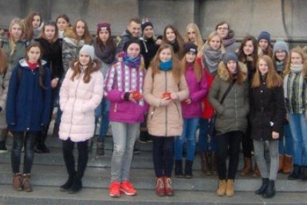 Spoločná fotografia študentov zadventného putovania.