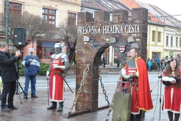 Pútač Prešovskej hradnej cesty v centre Prešova.