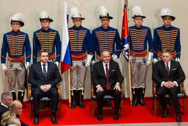 Na udeľovaní štátnych vyznamenaní sedeli všetci traja najvyšší ústavní činitelia. Na recepciu už prišiel len prezident Andrej Kiska.