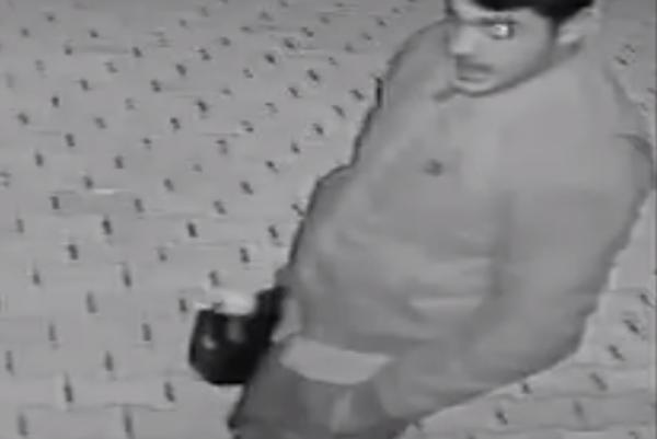 Páchateľov zachytila bezpečnostná kamera.