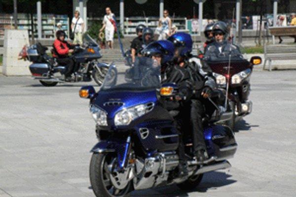 Motorkári sa na svojej jazde po hornej Nitre zastavili aj v centre okresného mesta.
