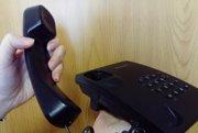 Podvodníci oslovujú seniorov telefonicky.