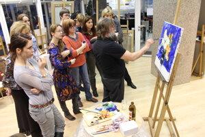 priemerná cena za hodinu kurzu kreslenia a maľovania je v Bratislave päť eur.