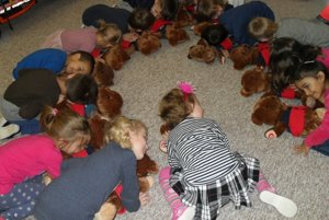 Deti počúvali, ako plyšovým mackom bije srdce.