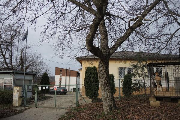 Budovy, kde mohlo vzniknúť krízové centrum.