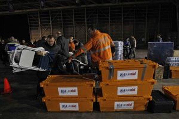 Do Japonska prichádzajú najprv záchranné tímy.