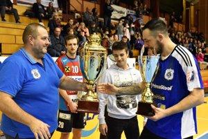 Víťazný pohár a putovný pohár prevzal Peter Dudáš.