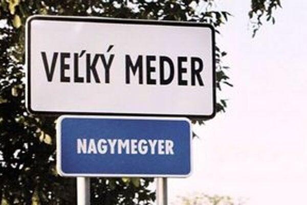 Používanie tabúľ v ich jazyku je samozrejmé najmä pre Maďarov.