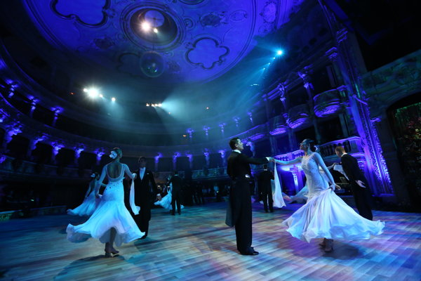 Plesovú sezónu slávnostne otvoril 7. januára bratislavský Ples v opere.