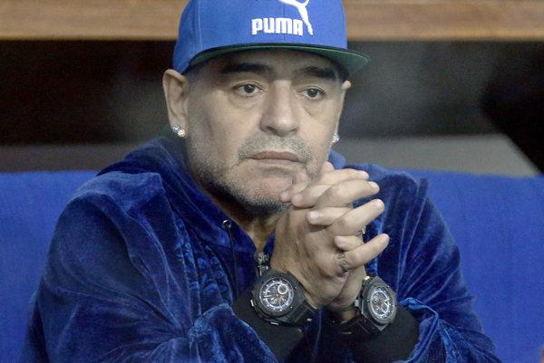 Bývalý argentínsky futbalista Diego Armando Maradona rokuje o návrate do talianskeho klubu SSC Neapol. Päťdesiaťšesťročný Argentínčan sa stretol počas víkendu s prezidentom klubu Aureliom de Laureentiisom.