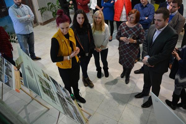 Obyvatelia mesta majú možnosť výstavu prác vzhliadnuť vo vestibule mestského úradu od 12. do 31. januára.