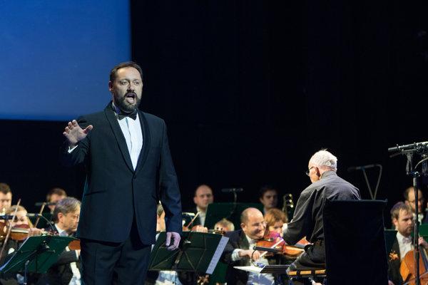 Primátor Nových Zámkov a operný spevák Otokar Klein vylučuje, že by bol podporovateľom extrémistickej ĽSNS.