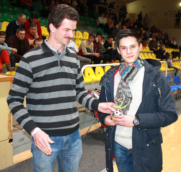 Najlepším hráčom turnaja ObFZ Levice sa stal Peter Tran Ahn zo Šiah.