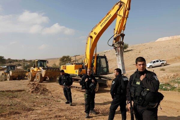 Izraelskí vojaci v dedine Umm al-Hírán.